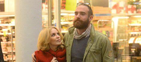 Kylie Minogue y su nueva conquista, Joshua Sasse