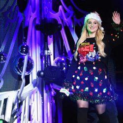 Meghan Trainor con look navideño en el Jingle Ball Tour 2015 en Los Angeles