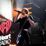 Luke Hemmings actuando en el Jingle Ball Tour 2015 en Los Angeles