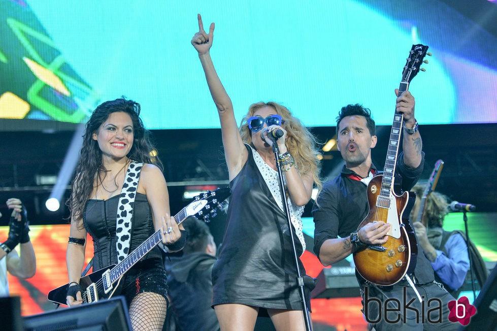 Paulina Rubio luce tripita de embarazo durante un concierto en Miami