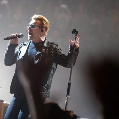 Bono en el concierto de París aplazado por los atentados terroristas