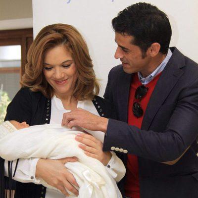 Beatriz Trapote y Víctor Janeiro presentan su hijo Víctor Jr.