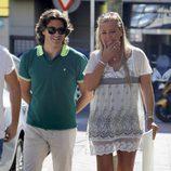 Belén Esteban y Toño Sanchís caminando por las calles de Madrid