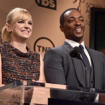 Anna Faris y Anthony Mackie dando la lista de nominados e los Premios del Sindicato de Actores 2016