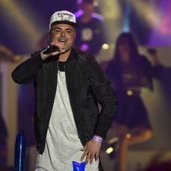 Juan Magan durante su actuación en los Premios 40 Principales 2015