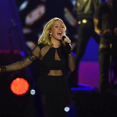 Ellie Goulding durante su actuación en los Premios 40 Principales 2015