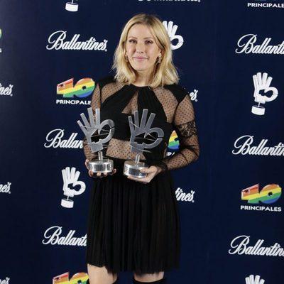 Ellie Goulding con sus galardones de los Premios 40 Principales 2015