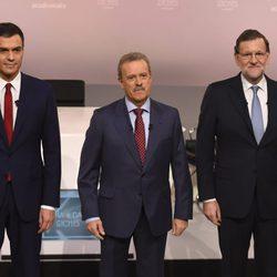 Pedro Sánchez y Mariano Rajoy con Manuel Campo Vidal antes de su cara a cara