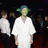 Joseph Gordon-Levitt vestido de Yoda en la premiere de 'Star Wars: El Despertar de la Fuerza' en Los Ángeles