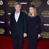 Harrison Ford y Calista Flockhart en la premiere de 'Star Wars: El Despertar de la Fuerza' en Los Ángeles