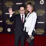 J.J Abrams y Katie McGrath en la premiere de 'Star Wars: El Despertar de la Fuerza' en Los Ángeles.