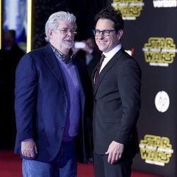 J.J Abrams y George Lucas en la premiere de 'Star Wars: El Despertar de la Fuerza' en Los Ángeles