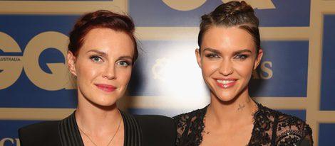Ruby Rose y Phoebe Dahl en la entrega de los premios GQ