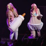 Miley Cyrus se transforma en un bebé durante un concierto en Canadá