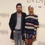 Berta Vázquez y Mario Casas posan juntos en el estreno de 'Palmeras en la Nieve'