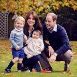 El Príncipe Guillermo y Kate Middleton felicitan la Navidad 2015 con sus hijos Jorge y Carlota