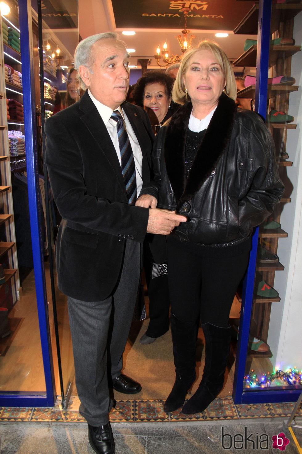 Gloria Mohedano y su marido José Antonio en la inauguración de la tienda de Gloria Camila en Sevilla