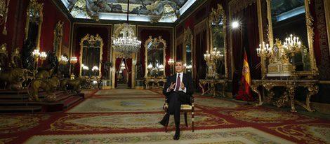 El Rey Felipe VI dando su discurso de Navidad desde el Palacio Real