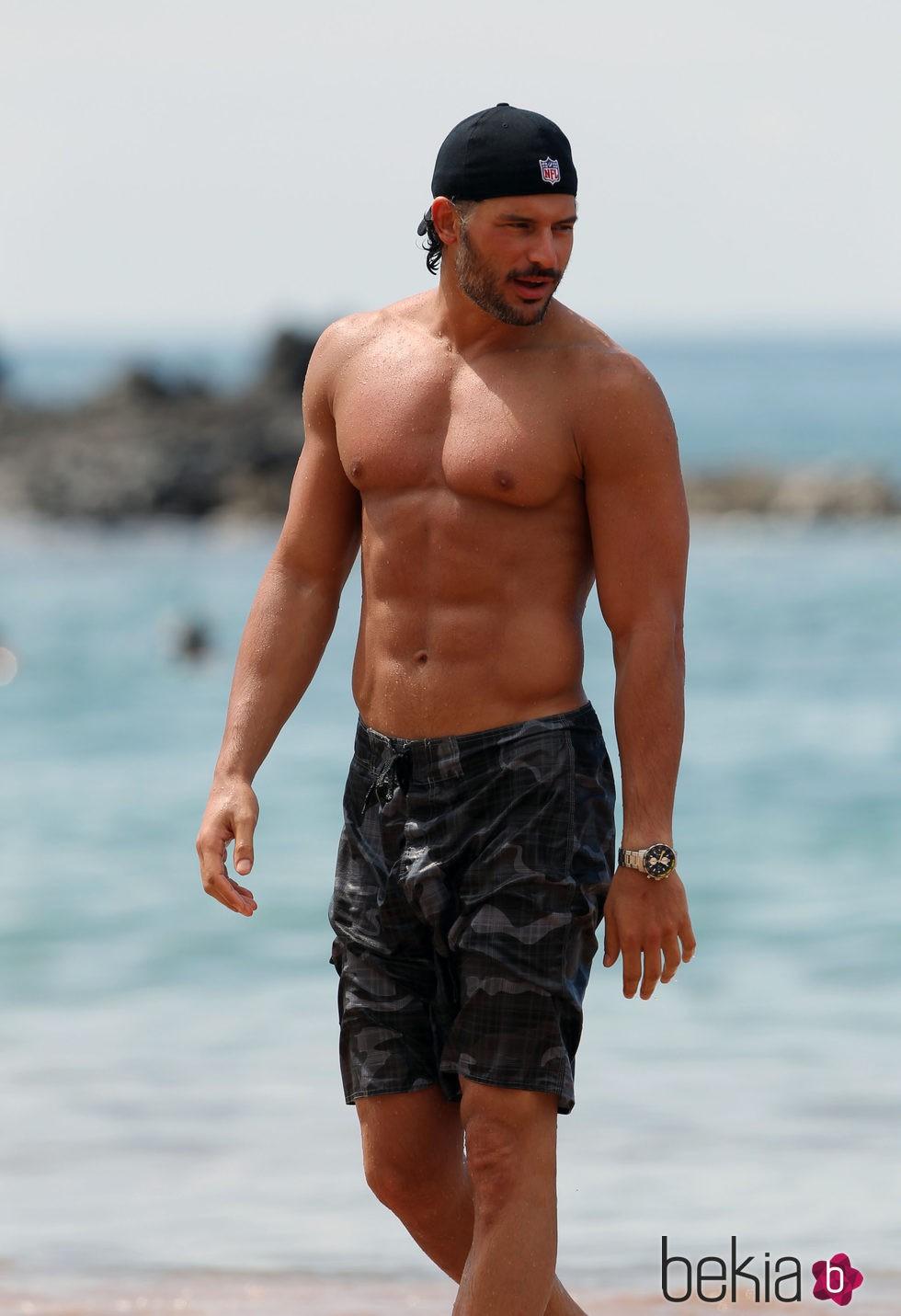 Joe Manganiello con el torso desnudo
