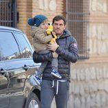 Iker Casillas con su hijo Martín pasando la Navidad 2015 en Corral de Almaguer
