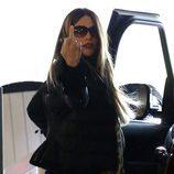 Sofía Vergara hace una peineta a los paparazzis antes de subir a su coche