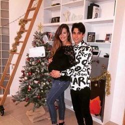 Jessica Bueno luce embarazo para felicitar la Navidad 2015 junto a Jota Peleteiro
