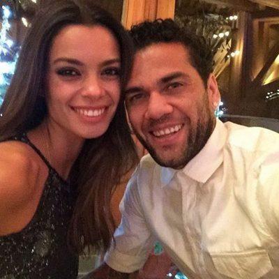 Dani Alves y Joana Sanz celebrando Nochebuena 2015