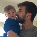 Gerard Piqué muy cariñoso con su hijo Sasha