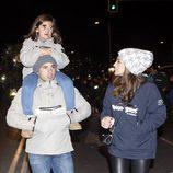 David Bustamante y Paula Echevarría con su hija Daniella en la Cabalgata de Reyes de Madrid 2016