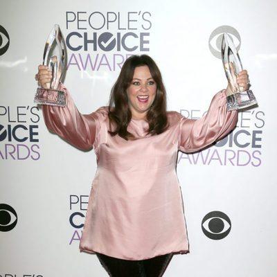 Melissa McCarthy con sus dos premios en los People's Choice Awards 2016