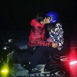David Bustamante y Paula Echevarría besándose durante las vacaciones de Navidad 2015