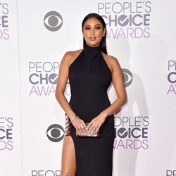 Shay Mitchell en los People's Choice Awards 2016