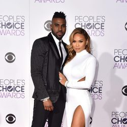 Jason Derulo y Daphne Joy en los People's Choice Awards 2016