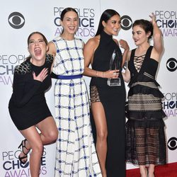 Ashley Benson, Lucy Hale, Troian Bellisario y Shay Mitchell en los People's Choice Awards 2016