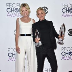 Ellen DeGeneres y Portia de Rossi en los People's Choice Awards 2016