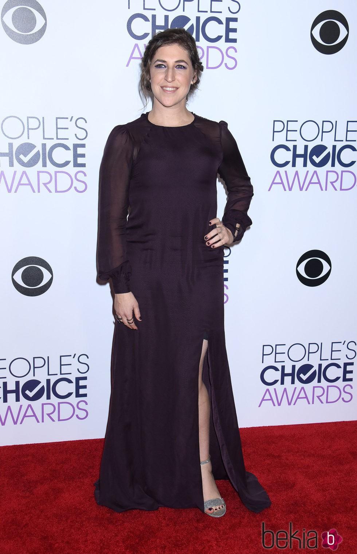 Mayim Bialik en los People's Choice Awards 2016