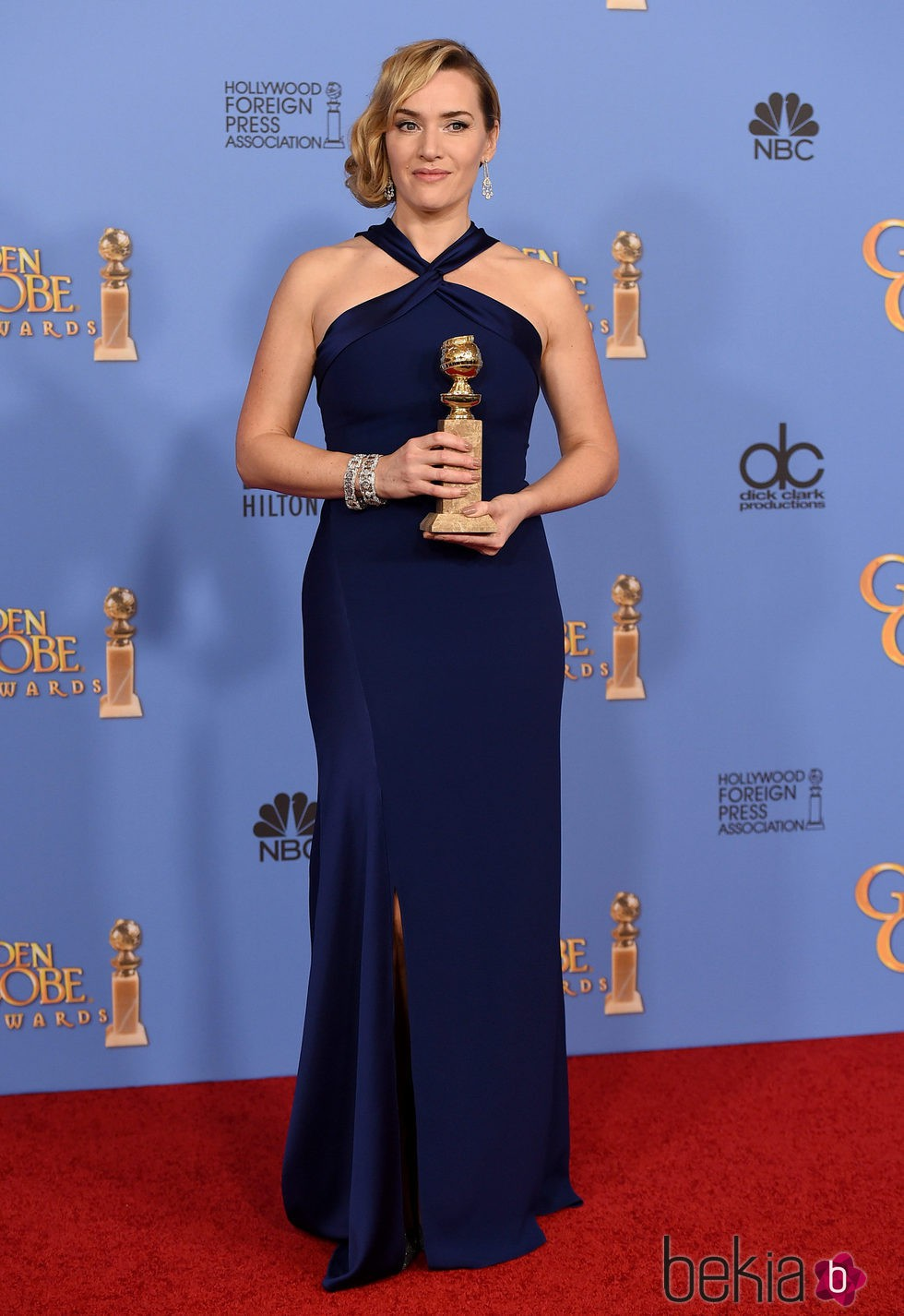 Kate Winslet con su premio de los Globos de Oro 2016