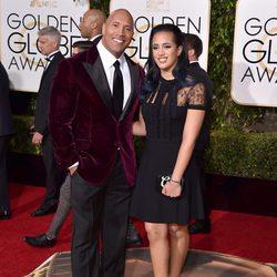 Dwayne Johnson y su hija Simone Alexandra en la alfombra roja de los Globos de Oro 2016