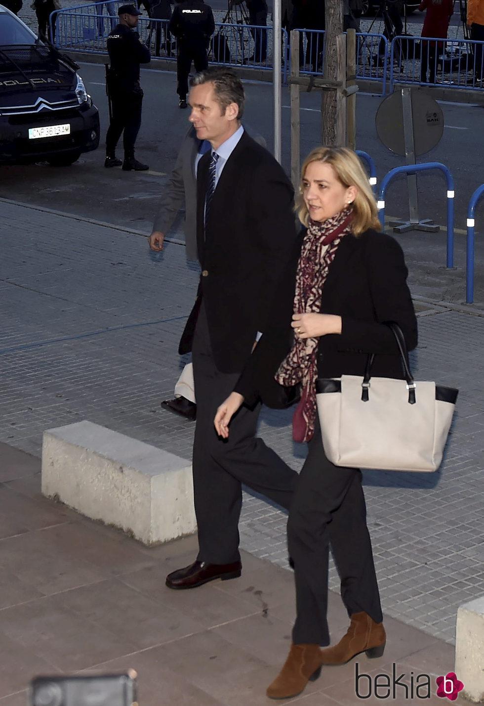 La Infanta Cristina e Iñaki Urdangarín llegan a la primera sesión del juicio por el Caso Nóos