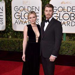 Kirsten Dunst y Garrett Hedlund en la alfombra roja de los Globos de Oro 2016