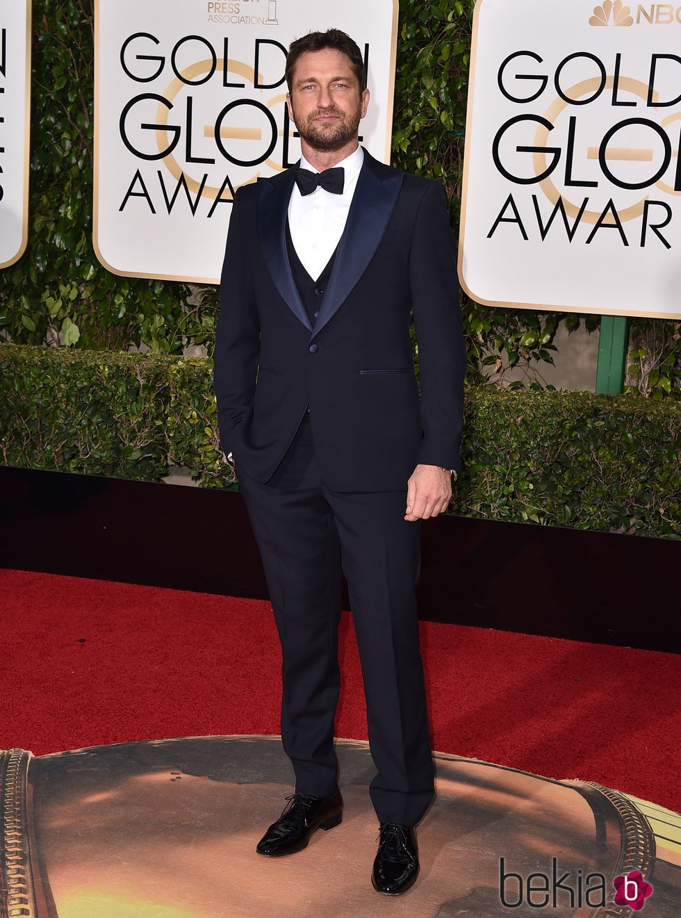 Gerard Butler en la alfombra roja de los Globos de Oro 2016