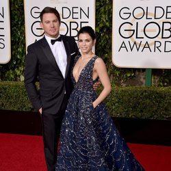 Channing Tatum y su mujer Jenna Dewan Tatum en la alfombra roja de los Globos de Oro 2016