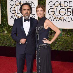 Alejandro G. Iñarritu y María Eladia Hagerman en la alfombra roja de los Globos de Oro 2016