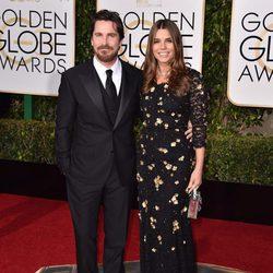 Christian Bale y Sibi Blazic en la alfombra roja de los Globos de Oro 2016