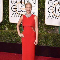 Jennifer Lawrence en la alfombra roja de los Globos de Oro 2016