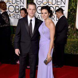 Matt Damon y Luciana Barroso en la alfombra roja de los Globos de Oro 2016