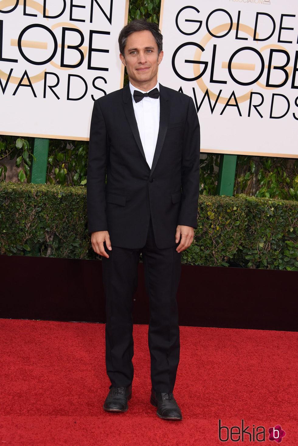 Gael García Bernal en la alfombra roja de los Globos de Oro 2016