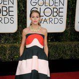 Olivia Palermo en la alfombra roja de los Globos de Oro 2016
