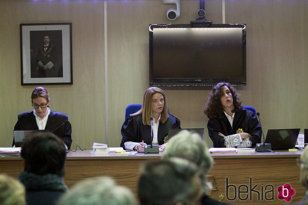 Las juezas Rocío Martín, Samantha Romero y Eleonor Moyà en el juicio por el Caso Nóos