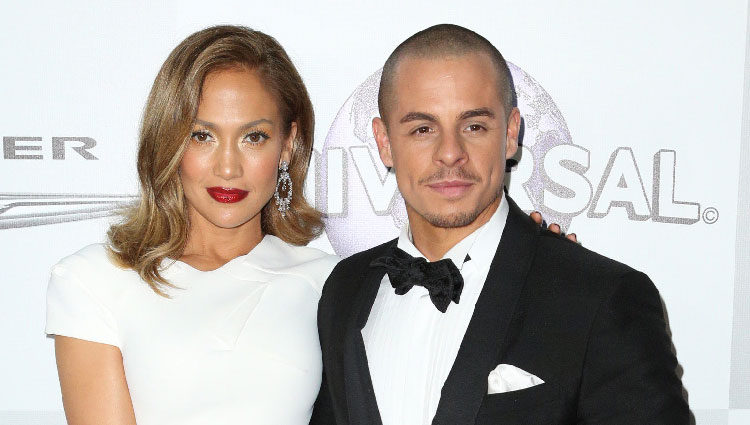 Jennifer Lopez y Casper Smart en la fiesta de NBC tras la entrega de los Globos de Oro 2016